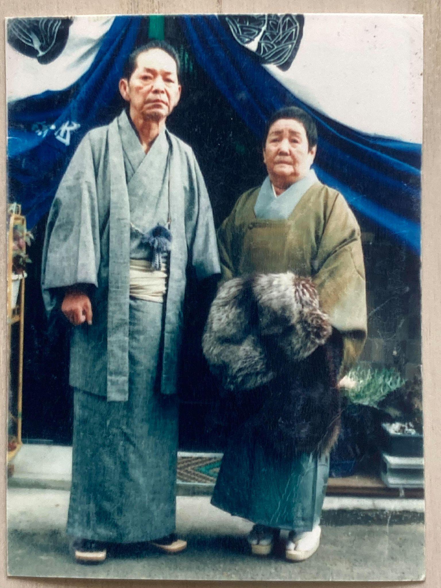 いつも竹内さんが持ち歩いているというおばあちゃんとおじいちゃんの写真